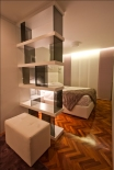 estanteria divisoria estantes lacados y soportes de vidrio ahumado-diseño de oss diseño-oscar santome-