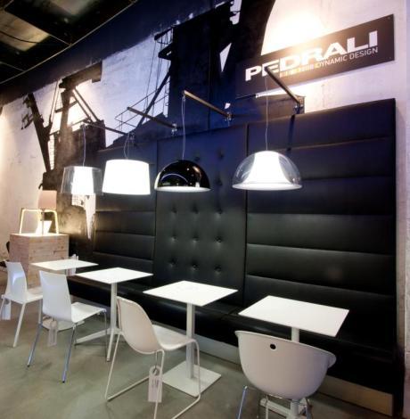 diseño e interiorismo-oscar santome bancotapizado y mural pintado gruas de puerto-diseño showroom coruña