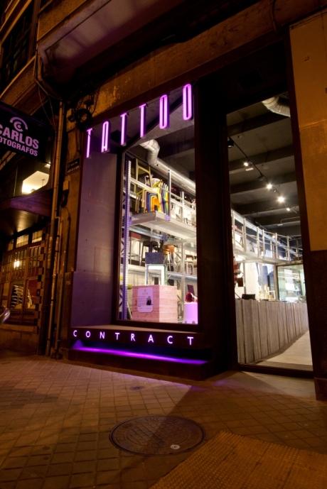 diseño e interiorismo-oscar santome fachada metalica con iluminacion led RGB-diseño showroom coruña