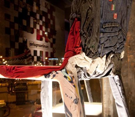 diseño e interiorismo-oscar santome-mobiliario diseño sostenible silla de ropa reciclada-diseño showroom coruña