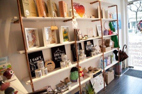 estanteria customizada02 -decoración oscar santome diseño-tienda y gestion de tiempo en a coruña-filosofia totem-interiorismo comercial oss diseño