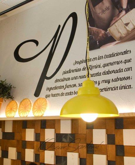 la piadina riminese juana de vega-a coruña-oscar santome diseño- interiorista contract-detalle iluminación y atrezzo